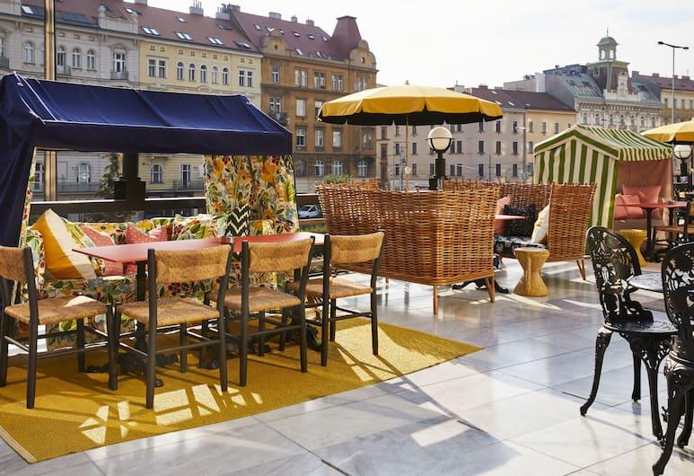 Mama Shelter Prague, Praga, Área para refeição ao ar livre