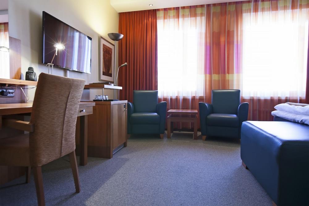 hotel bar one night stand varkaus