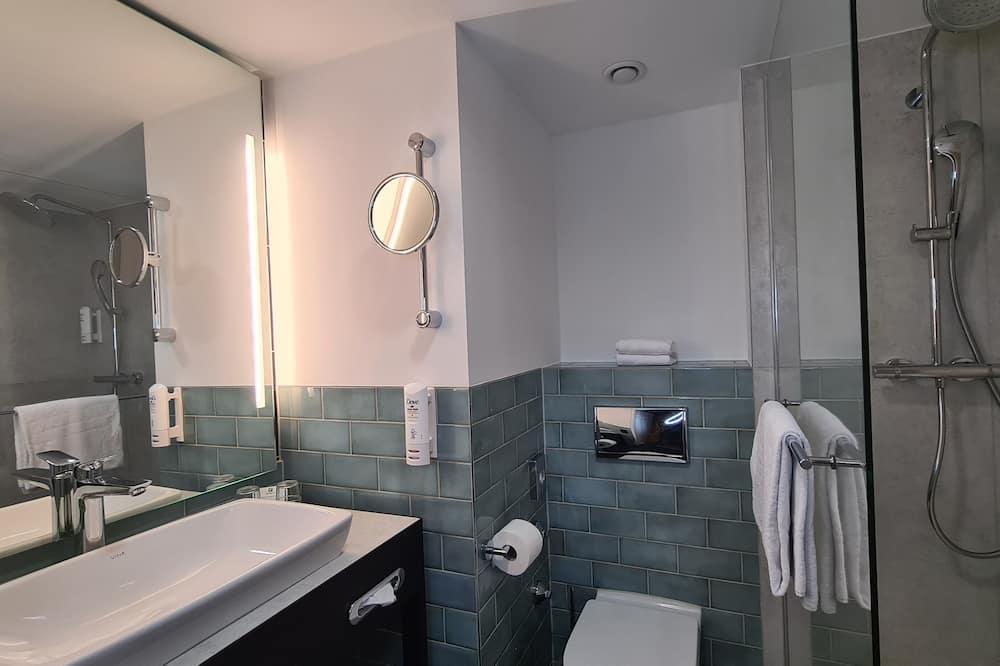 Superior Room, 2 Queen Beds, Non Smoking - Bathroom