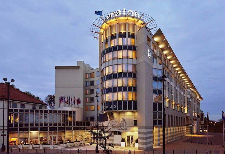 Sheraton Grand Warsaw, Warszawa, Exteriör