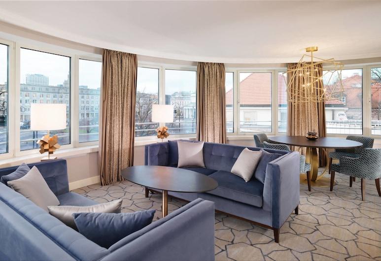 Sheraton Grand Warsaw, Varsó, Executive lakosztály, 1 king (extra méretű) franciaágy, business lounge hozzáférés, Vendégszoba