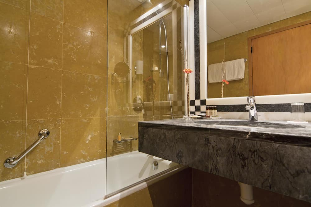 Double or Twin Room (with Extra Bed) - Bathroom