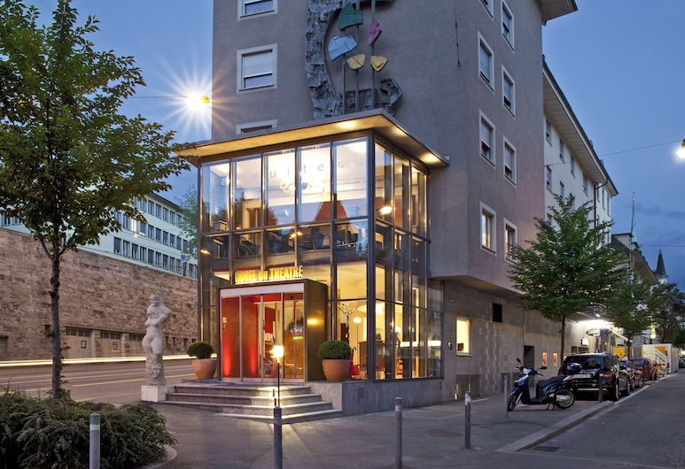 Hotel du Theatre by Fassbind, Zurych, Wejście do hotelu