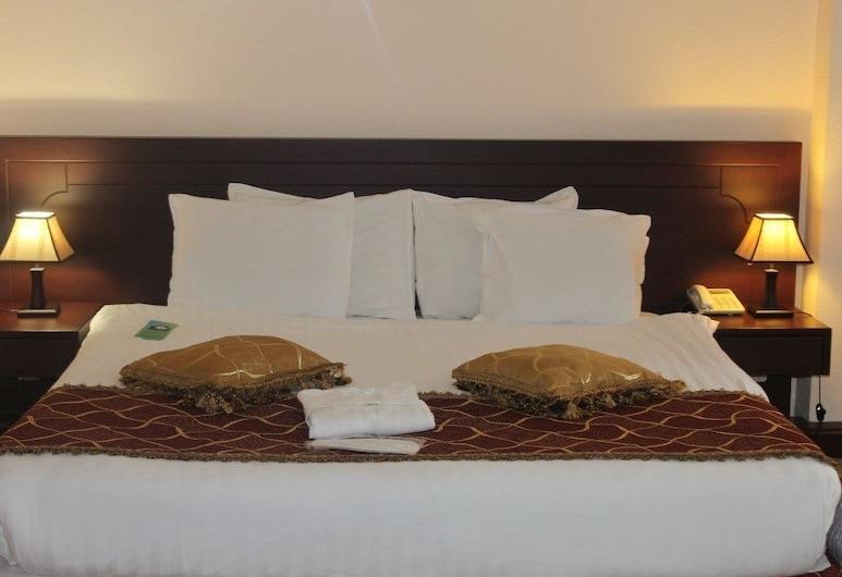 Hotel Uzbekistan, Tashkent, Chambre Double Supérieure, 1 très grand lit, Chambre