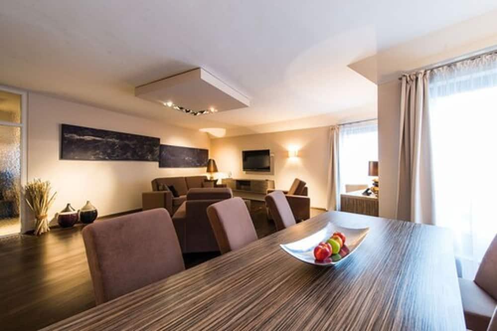 Люкс, 2 спальни, балкон - Обед в номере