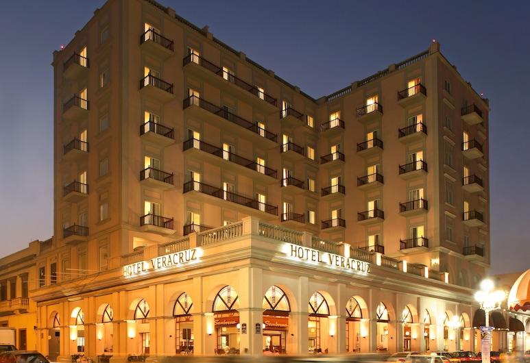 Veracruz Centro Histórico, Веракруз, Фасад готелю (вечір/ніч)