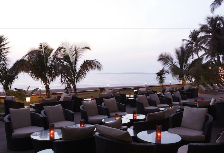 Novotel Mumbai Juhu Beach, Mumbai, Poolside Bar