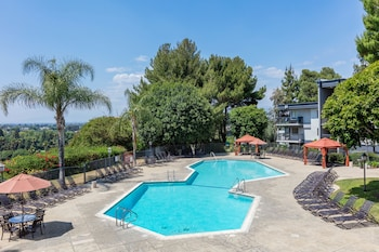 Picture of Oakwood at Toluca Hills in Los Angeles