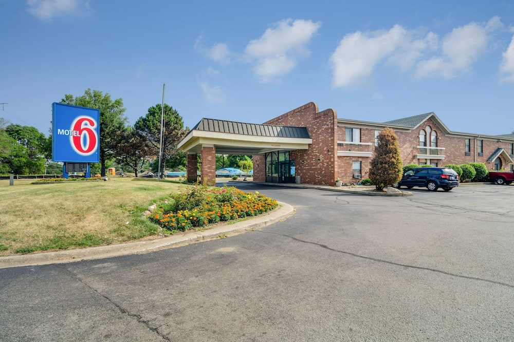 Motel 6 Waukegan, IL