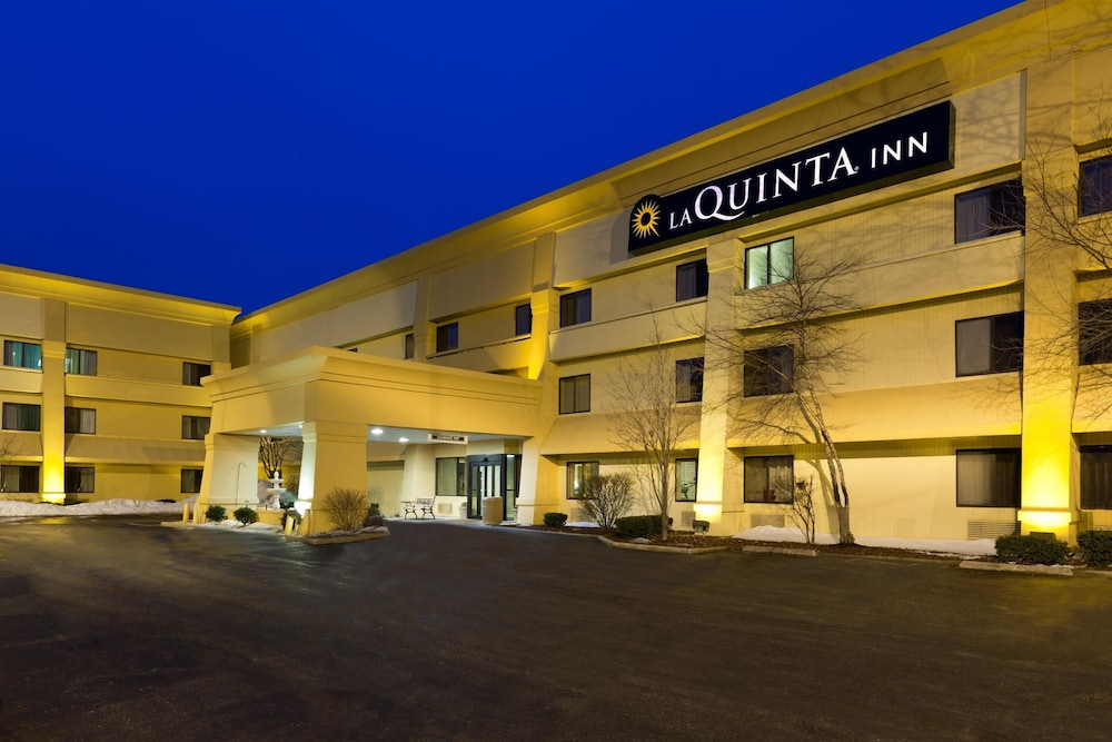 Book La Quinta Inn Chicago Willowbrook  Willowbrook