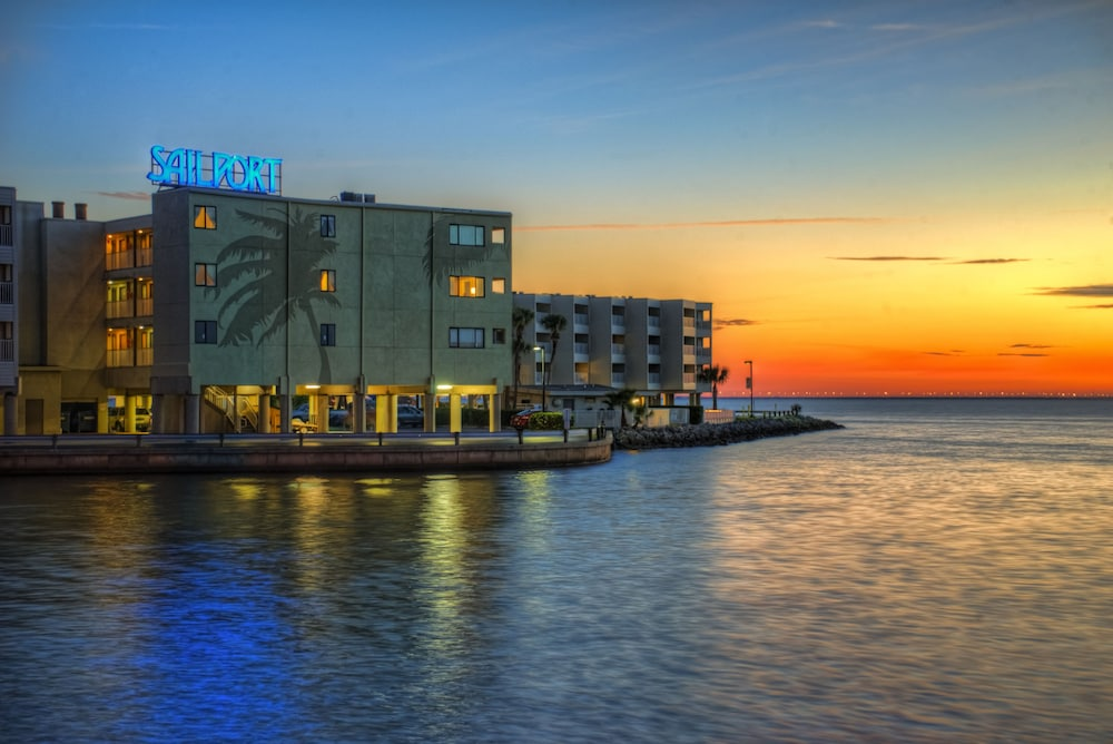 Book Sailport Waterfront Suites In Tampa Hotels Com