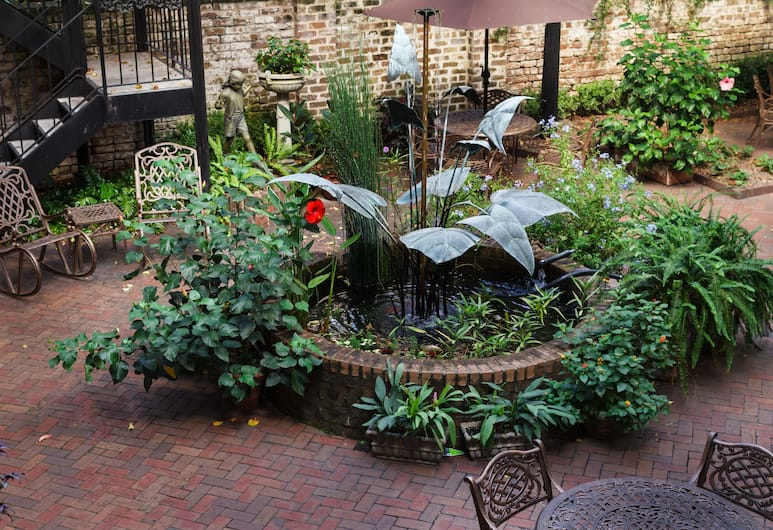 Eliza Thompson House, Historic Inns of Savannah Collection, Savannah, Courtyard