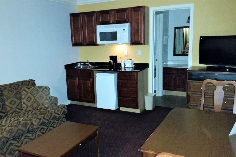 Suite, 1 Bedroom, Living Room Sofa Sleeper (Interior Atrium) - Phòng khách