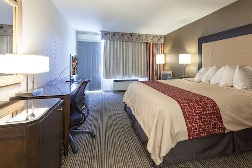 迪卡爾布紅屋頂套房酒店/