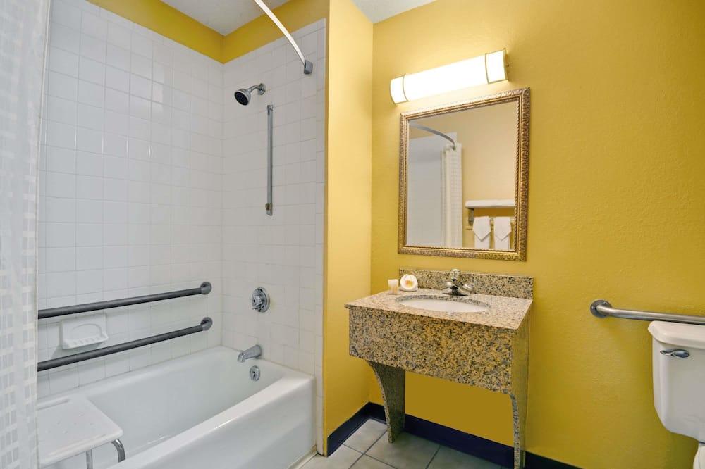 Zimmer, 1 Doppelbett, barrierefrei, Kühlschrank - Badezimmer