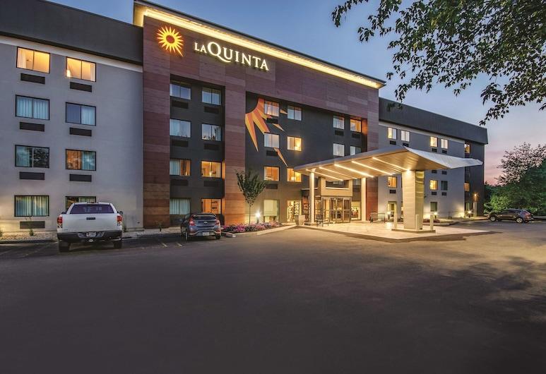 La Quinta Inn & Suites by Wyndham Hartford - Bradley Airport, Windsor Locks