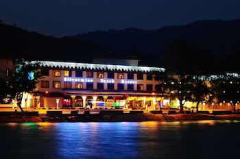 Enter your dates to get the Mui Wo hotel deal