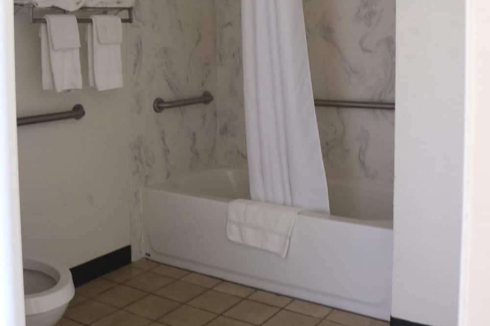 Chambre Standard, 1 très grand lit, accessible aux personnes à mobilité réduite - Salle de bain