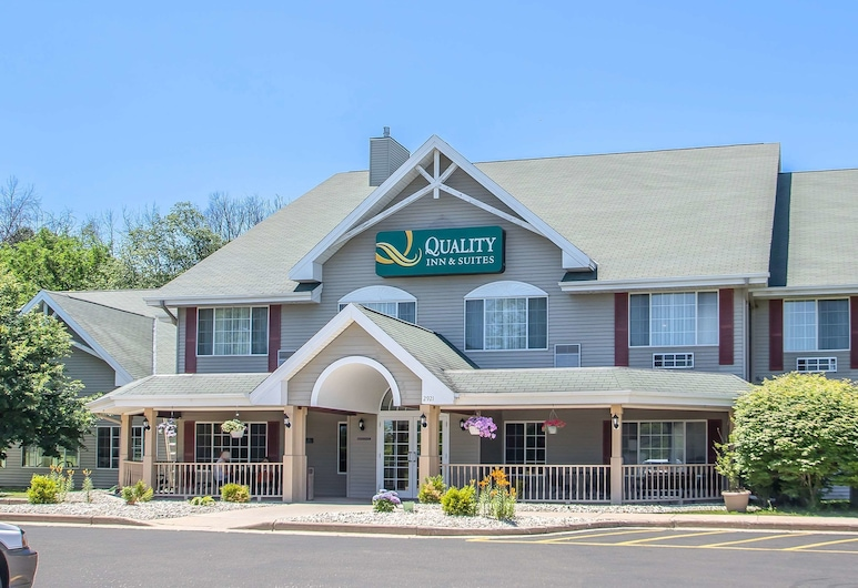 Quality Inn & Suites, East Troy