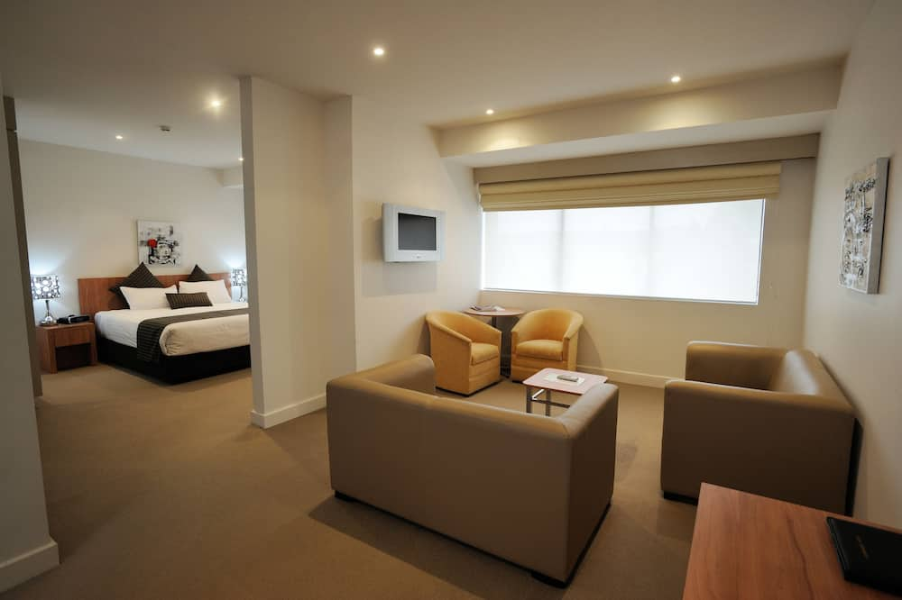Standard Suite, 1 King Bed, Non Smoking - Living Area
