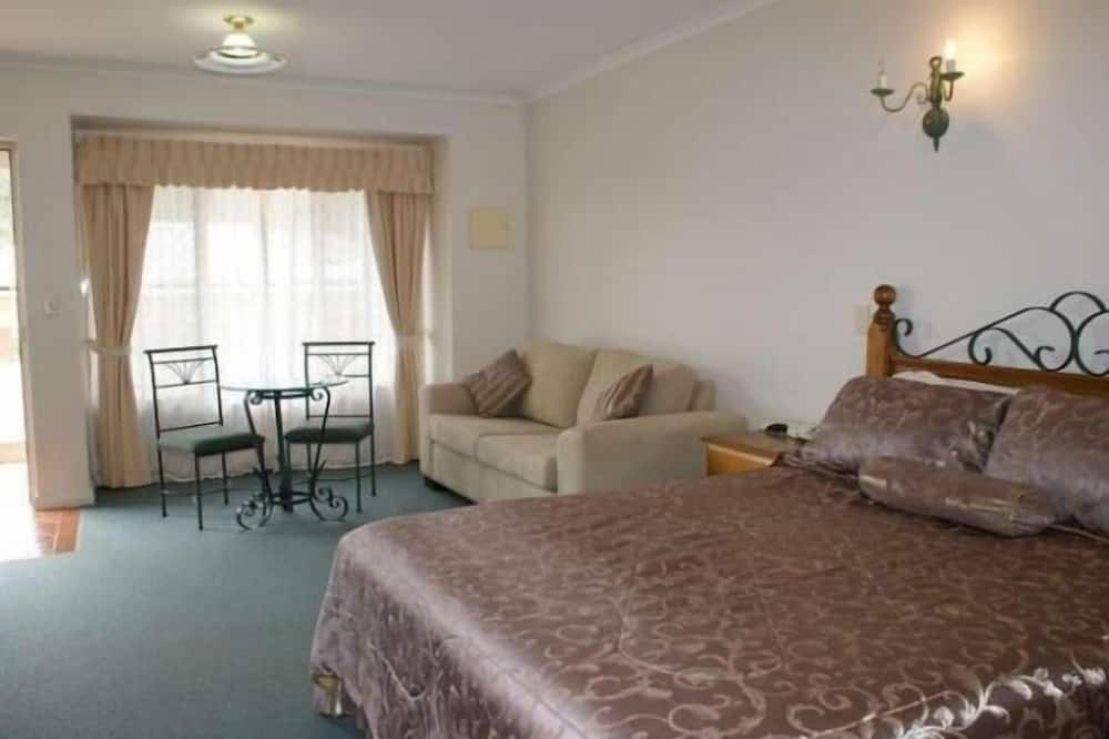 Deluxe Room, Non Smoking, Kitchenette - Living Area