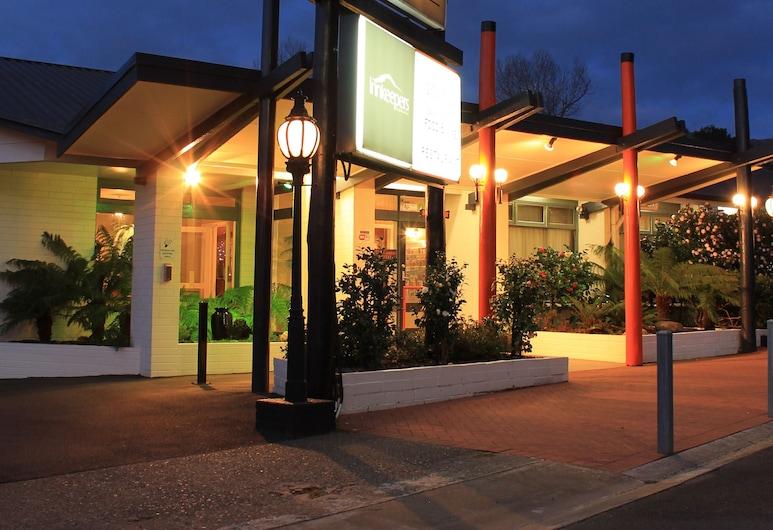 West Coaster Motel, Queenstown, Hotel Front – Evening/Night