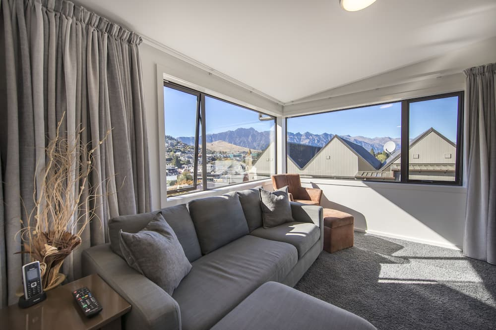 Family Apartment, 2 Bedrooms, 2 Bathrooms, Mountain View - Living Area