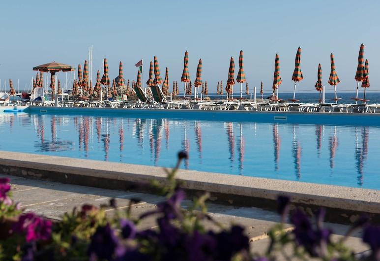 Mercure Civitavecchia Sunbay Park Hotel, Civitavecchia, Outdoor Pool