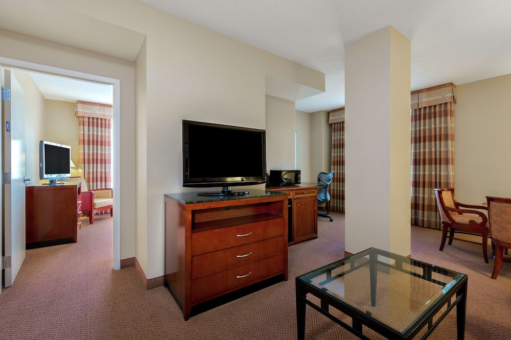Suite, 1 King Bed, Accessible (Mobility & Hearing) - Living Area