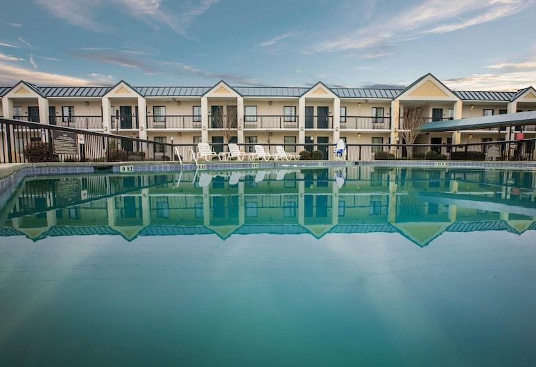 Quality Inn & Suites Hanes Mall, Winston-Salem, Pool