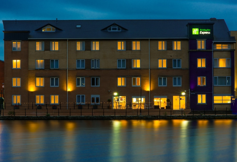 Holiday Inn Express Cardiff Bay, Cardiff