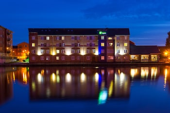 Picture of Holiday Inn Express Cardiff Bay in Cardiff