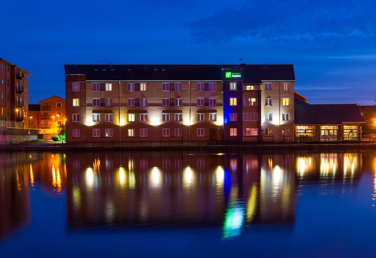 Holiday Inn Express Cardiff Bay, Cardiff