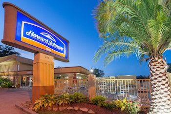 Picture of Howard Johnson by Wyndham Historic Lake Charles in Lake Charles