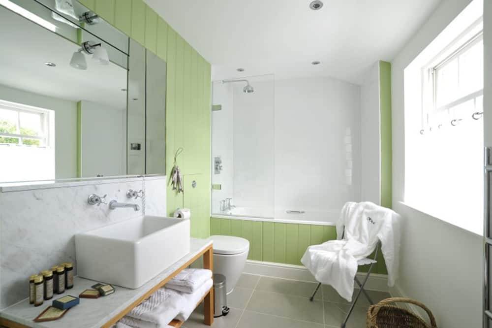 Basic Double Room, 1 Double Bed - Bathroom