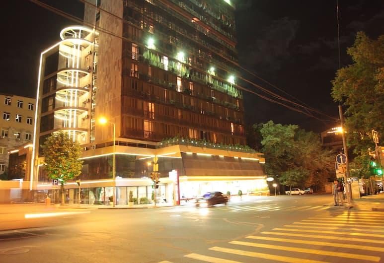 Hotel Shirak, Yerevan, Voorkant hotel - avond/nacht