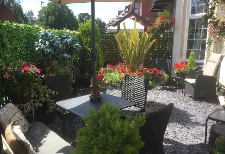 Brookside, Chester, Garden