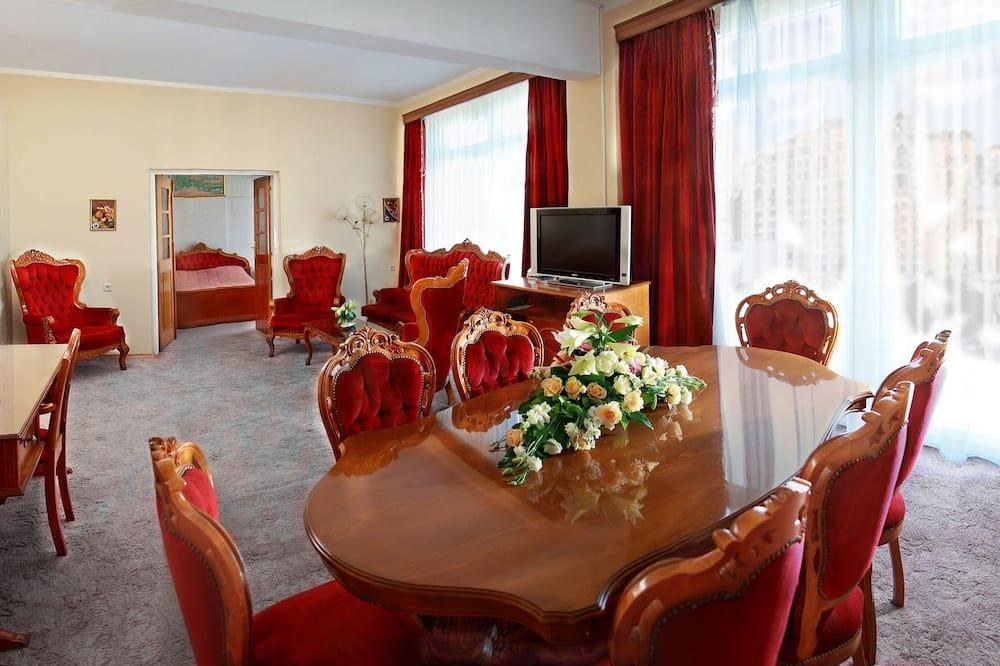 Executive-Suite - Essbereich im Zimmer