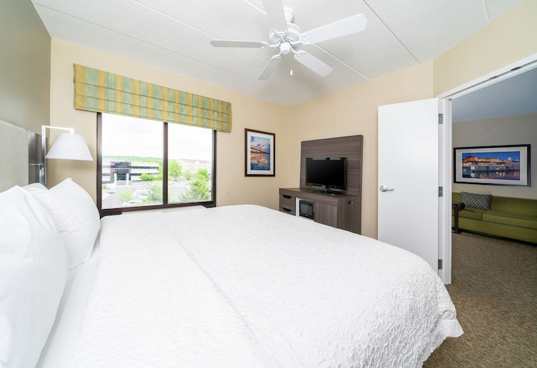 Hampton Inn & Suites Valley Forge/Oaks, Phoenixville, Suite, 1 King Bed, Accessible (3x3 Shower), In-Room Amenity