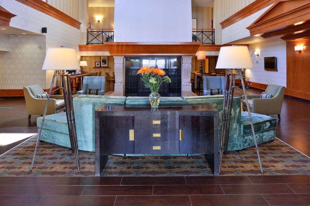 Hampton Inn Suites By Hilton Calgary University Northwest Interior Entrance