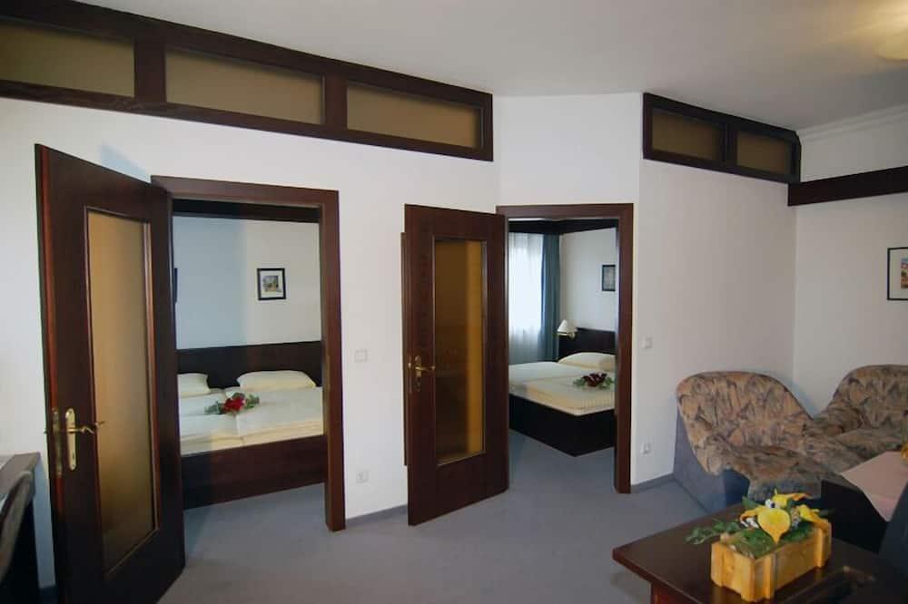 חדר לארבעה - סלון