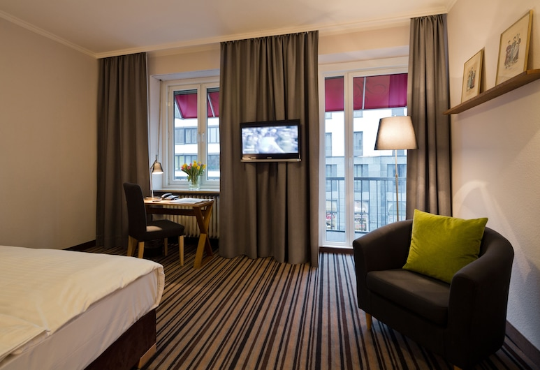 Hotel Stachus, Munich, Economy Triple Room (with Rollaway Bed), Guest Room