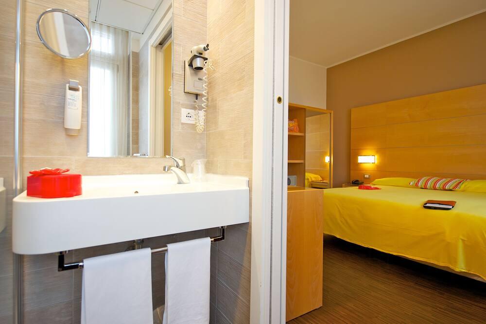 Standardní pokoj s dvojlůžkem, dvojlůžko - Koupelna