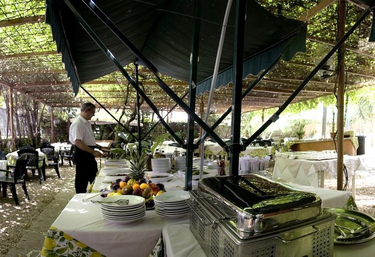 Hotel Delle Muse, Rim, Restoran na otvorenom