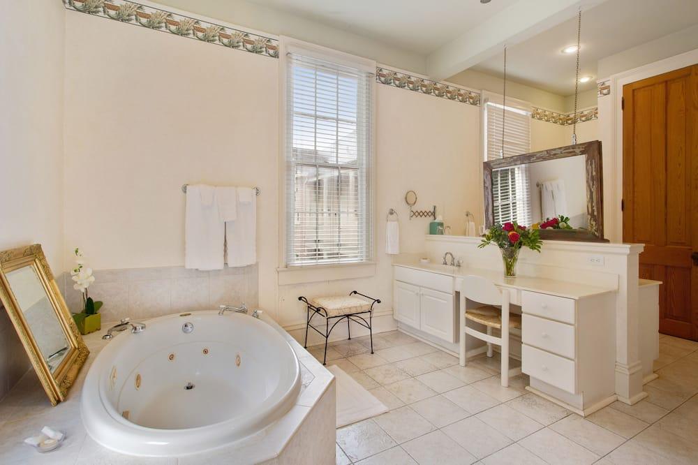 Luxury Double Room, 1 King Bed, Non Smoking, Hot Tub - Bathroom