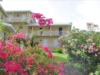 Gambar Wave Crest Holiday Apartments di St. George's