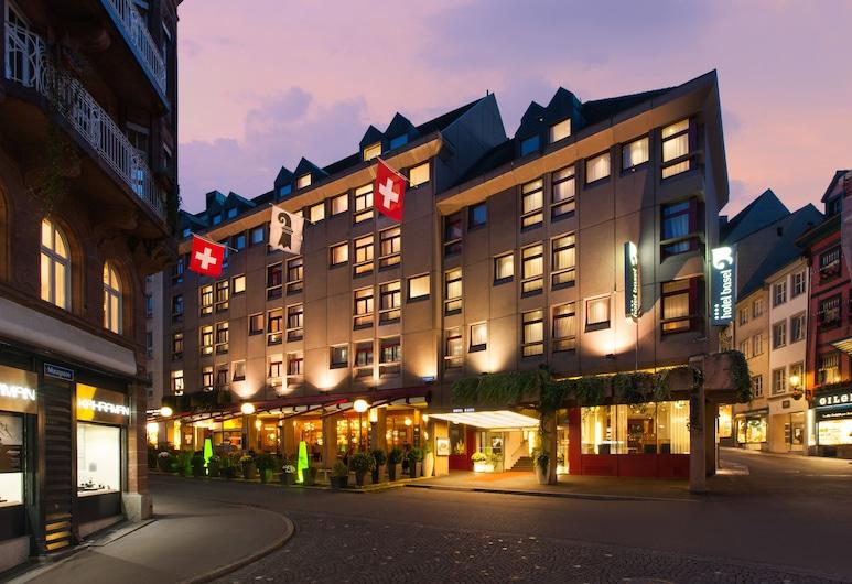 Hotel Basel - Da wohnen, wo Basel lebt!, Basel, Fassaad õhtul/öösel