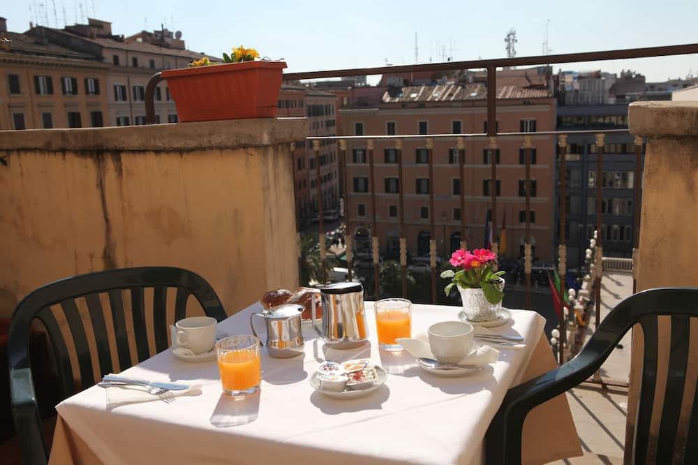 Pokój dwuosobowy z 1 lub 2 łóżkami, standardowy, balkon - Wyżywienie w pokoju