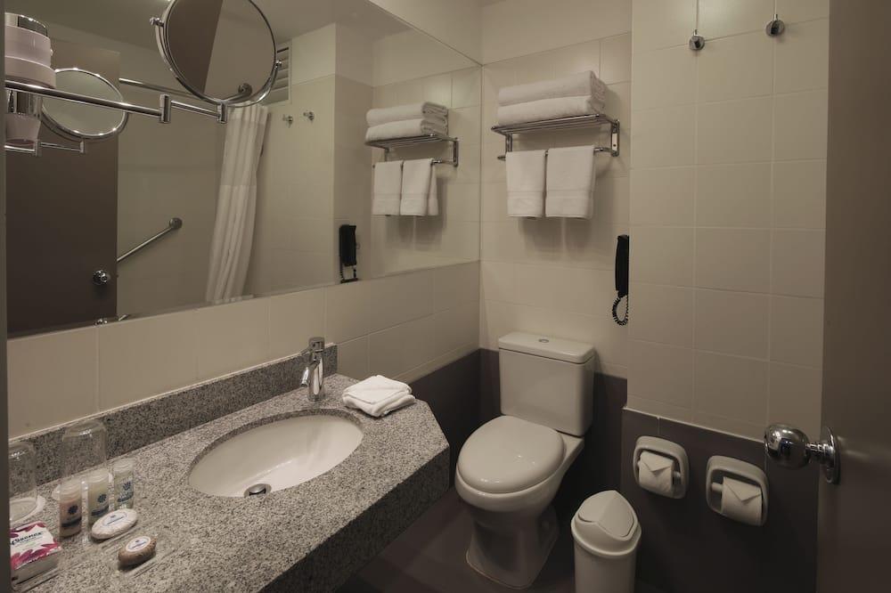 Номер-люкс категорії «Джуніор», 1 ліжко «кінг-сайз» - Ванна кімната