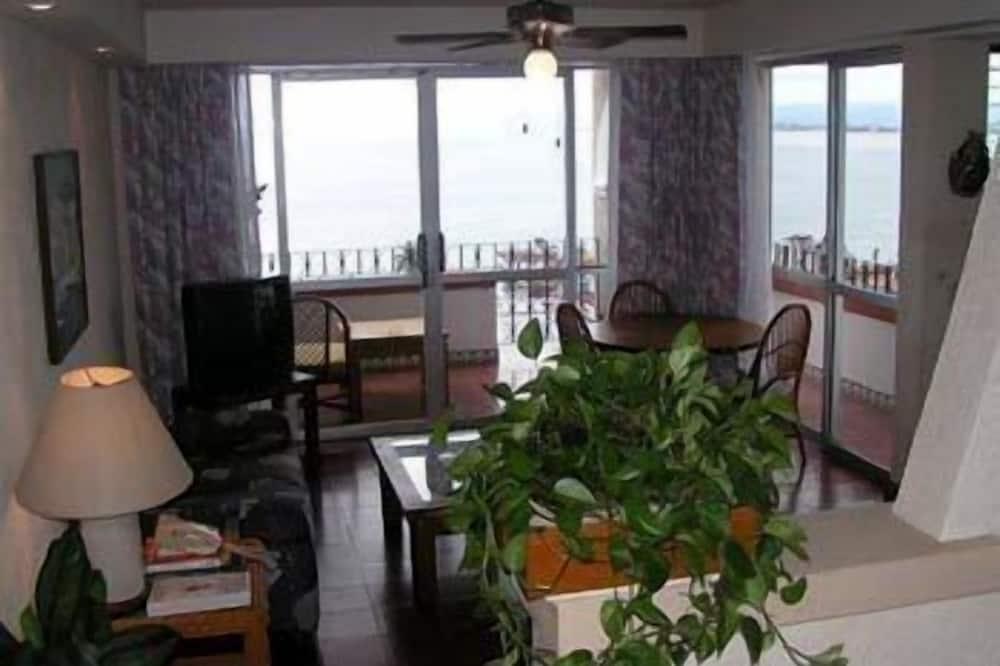 Phòng đôi hoặc 2 giường đơn Junior, 2 giường đôi, Quang cảnh biển - Khu phòng khách